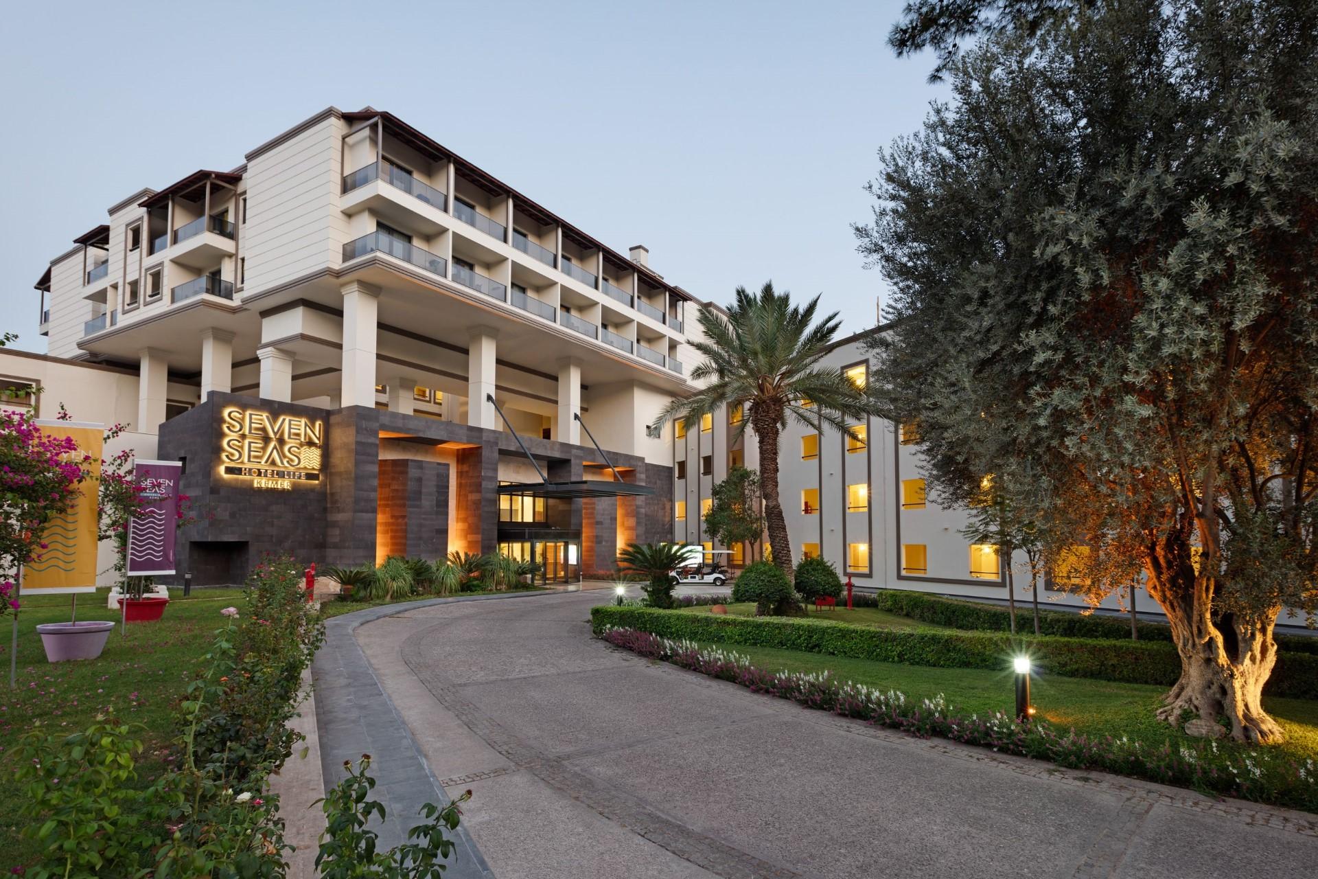 Seven Seas Hotel Life